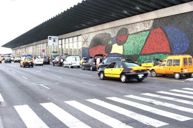 mosaic de joan miro aeropuerto el prat