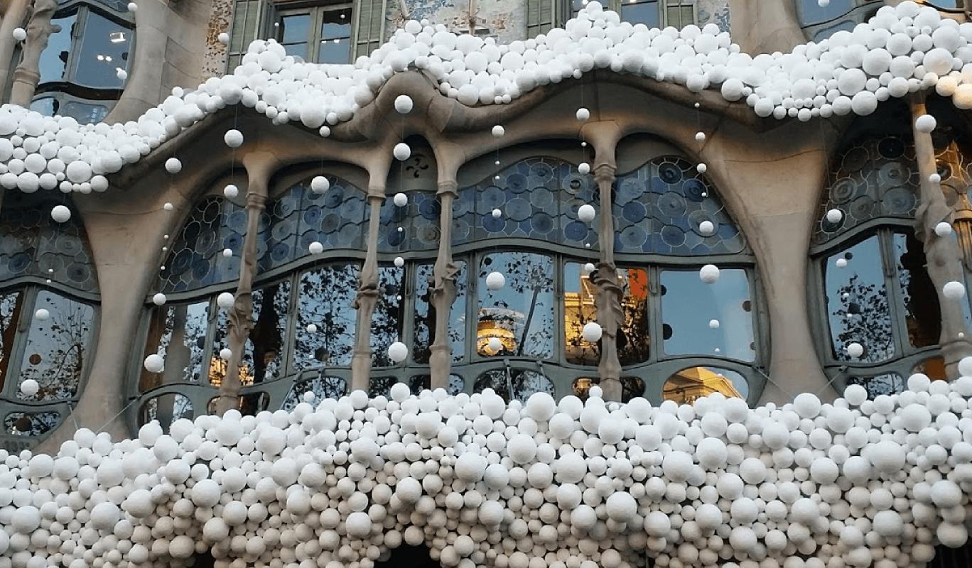 casa batlló con nieve